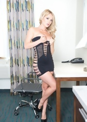 Shannyn Teases In Her Ripped Dress - Picture 9