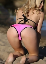 Shannyn Shows Her Amazing Body In The Wet Sand - Picture 10